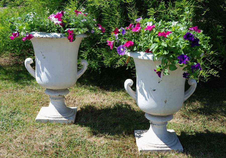Garden Furniture/Urns