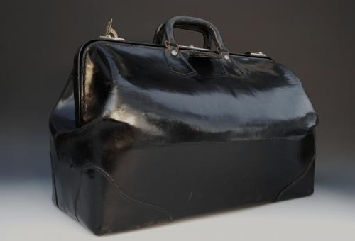 Large black and tan Gladstone leather bag