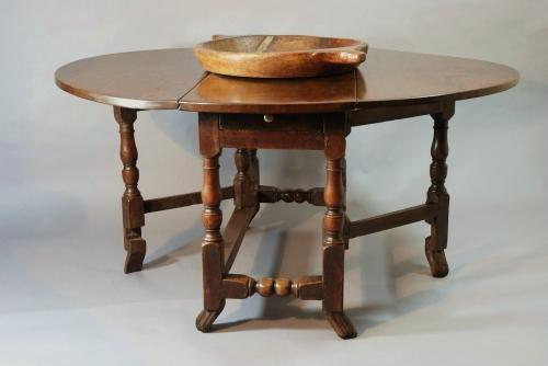 Late 17thc/Early 18thc oak gateleg table