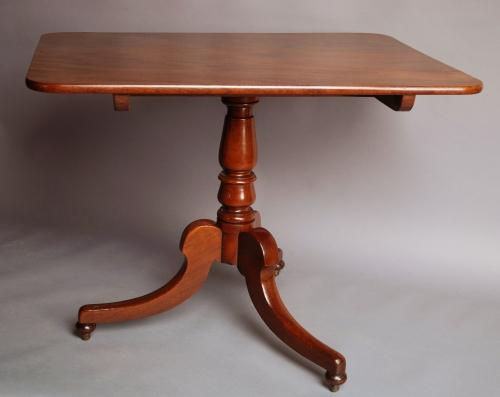 Mid 19thc mahogany tilt top dining table