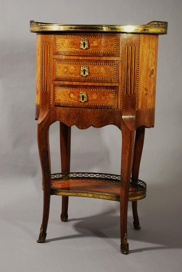 A table en chiffoniere with three drawers