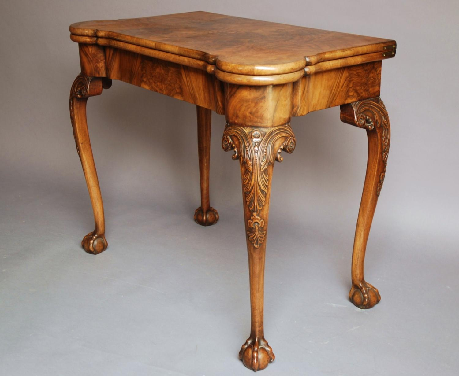 Fine quality early 20thc walnut card table