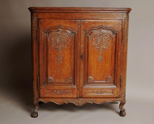 French mid 18th century oak buffet
