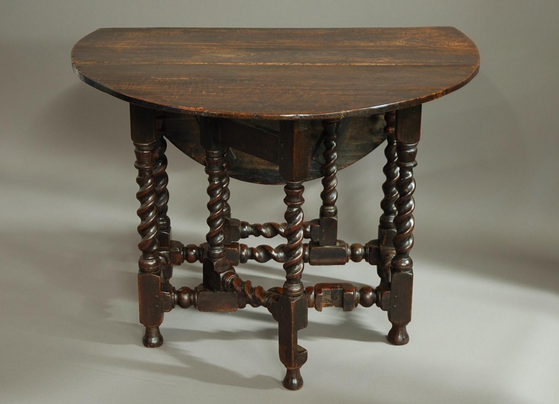 Small 17th century oak gateleg table in Tables