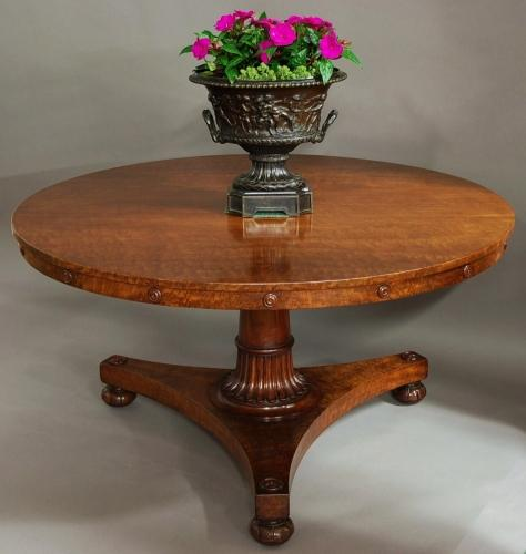 19thc 'plum pudding' mahogany tilt top table