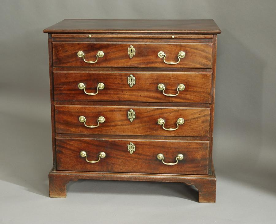 Small George II mahogany chest of drawers