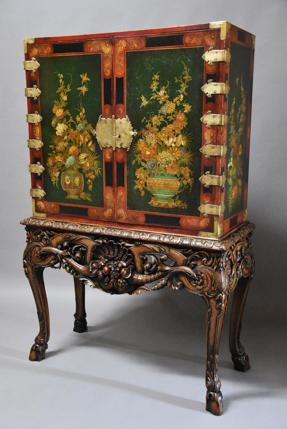Superb quality lacquered cabinet on stand