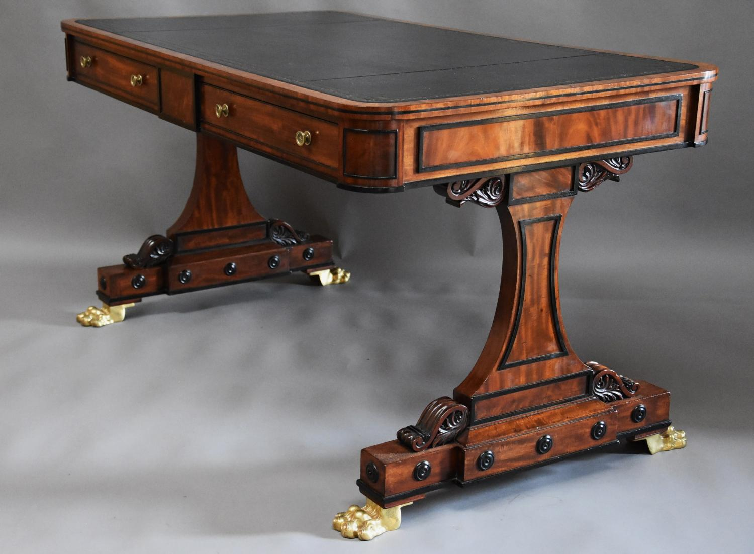Fine quality Regency mahogany writing table