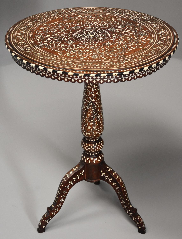 Superb quality 19thc Anglo Indian circular shisham wood inlaid table