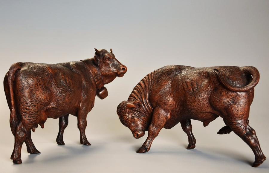 Pair of 19thc finely carved Black Forest cows, possibly by Huggler