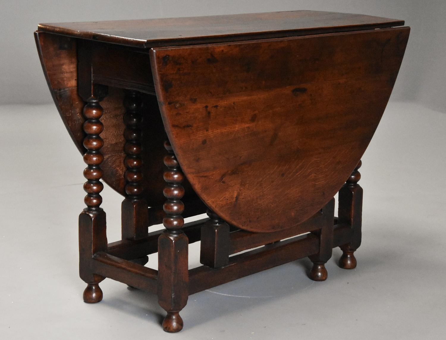 Late 17th century oval oak gateleg table