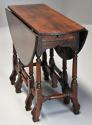 Rare 18th century mahogany gateleg table of small proportions - picture 1