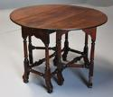 Rare 18th century mahogany gateleg table of small proportions - picture 2