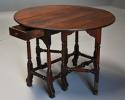 Rare 18th century mahogany gateleg table of small proportions - picture 3