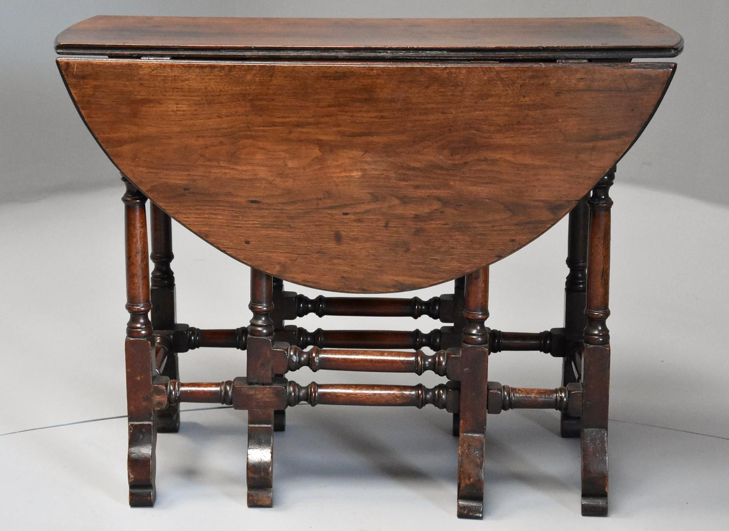 Rare 18th century mahogany gateleg table of small for Table th width