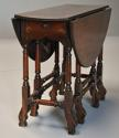 Rare 18th century mahogany gateleg table of small proportions - picture 8