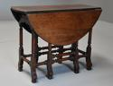 Rare 18th century mahogany gateleg table of small proportions - picture 9