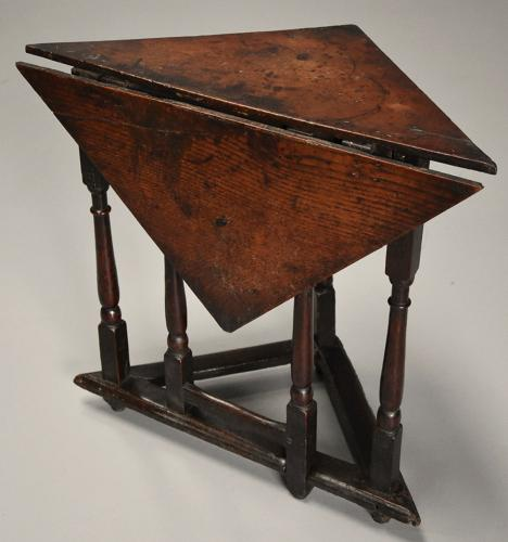 Rare & unusual late 17th century oak gateleg corner table