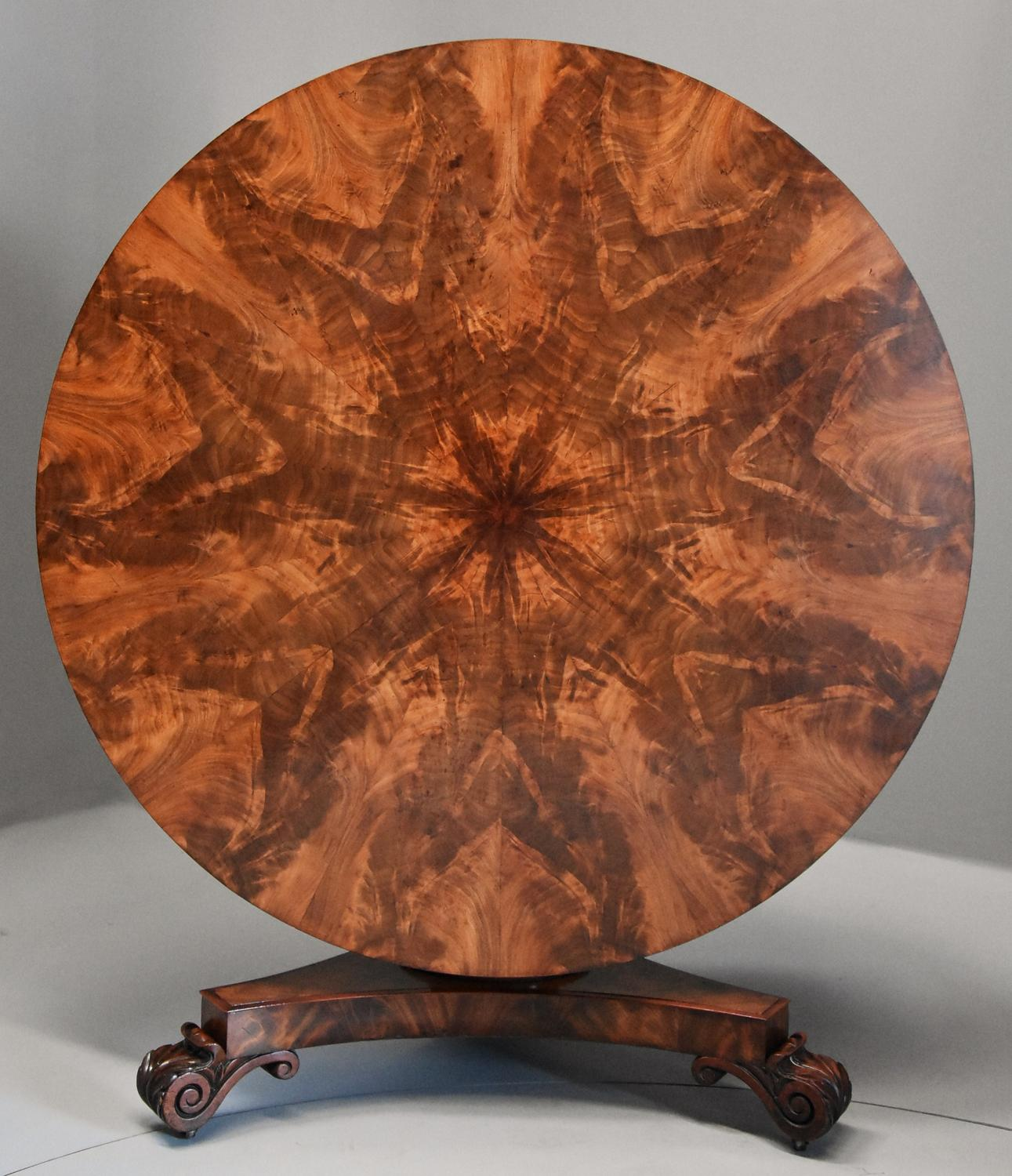 Superb quality William IVth mahogany tilt top breakfast table