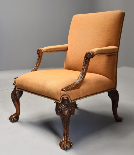 Early 20th century fine quality Georgian style mahogany armchair