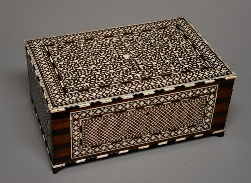Superb quality 19thc Anglo Indian shisham wood ivory inlaid box