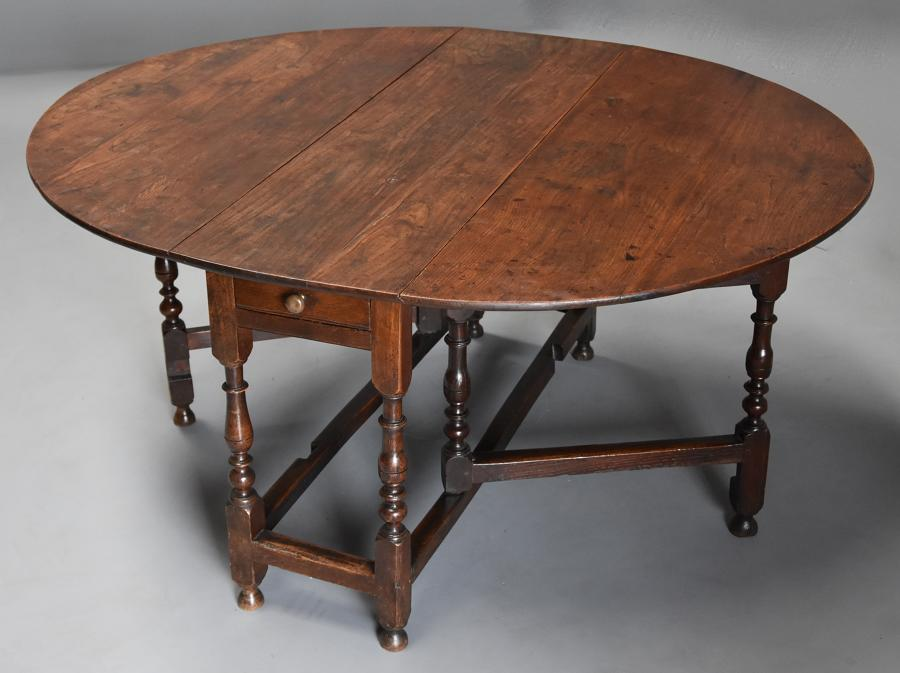 17thc oak gateleg table of good, versatile size with fine patina