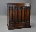 Late 19th century Gothic style oak cupboard - picture 4