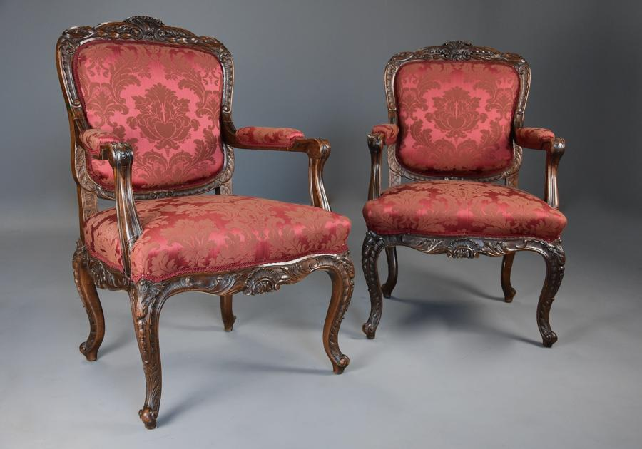 Pair of fine quality French 19thc walnut fauteuils or open armchairs