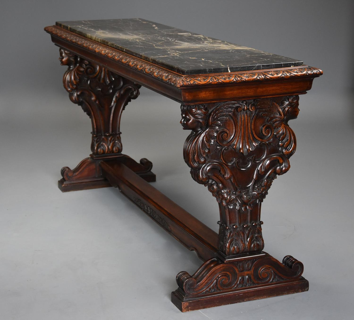 Fine quality Italian 19thc Renaissance style walnut centre table