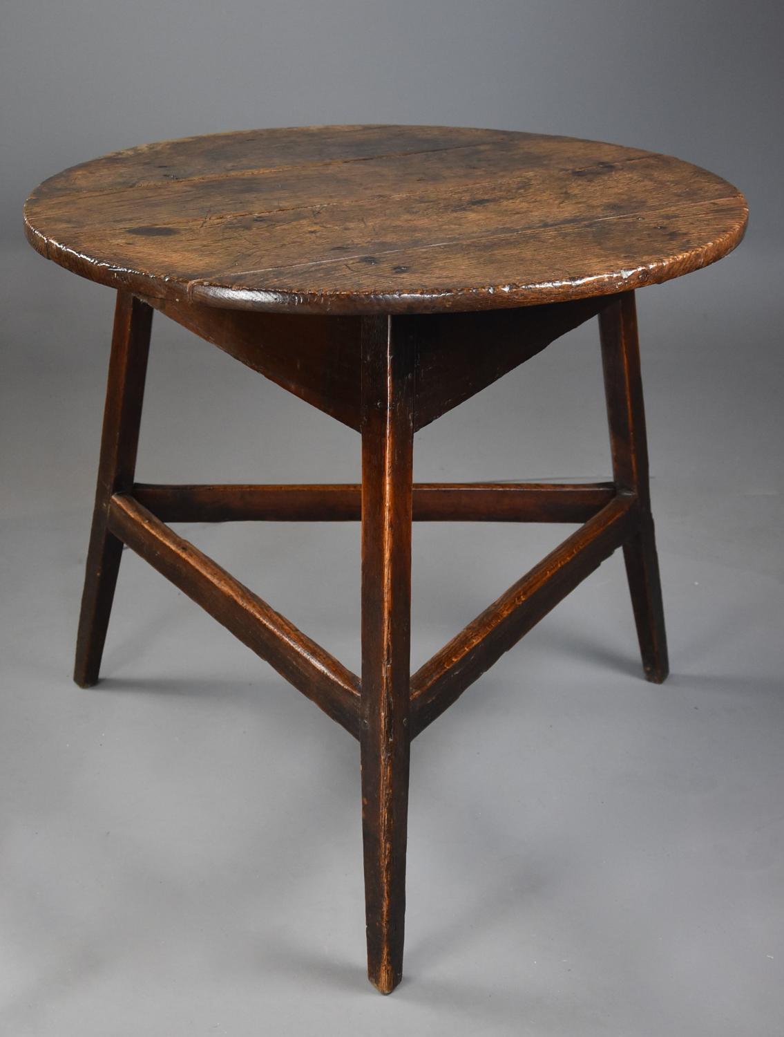 Early/mid 19th century oak cricket table with fine patina