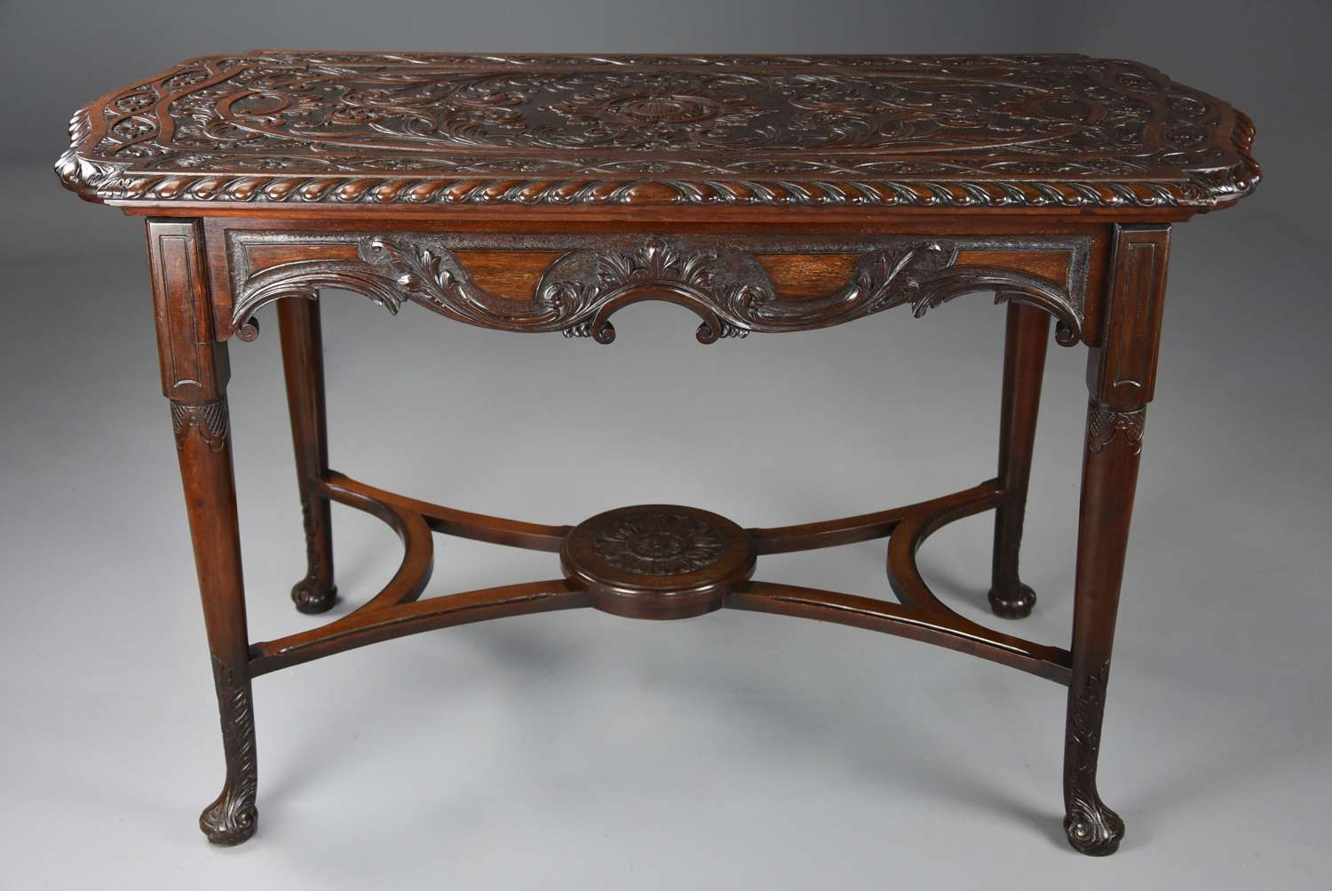 18th/19thc finely carved mahogany centre table